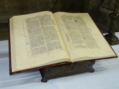 Die Ursprünge findet man in der Bibel(Bild von Dieter Schütz  / pixelio.de)