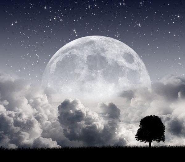 Der Mond strahlt auf die Welt herab